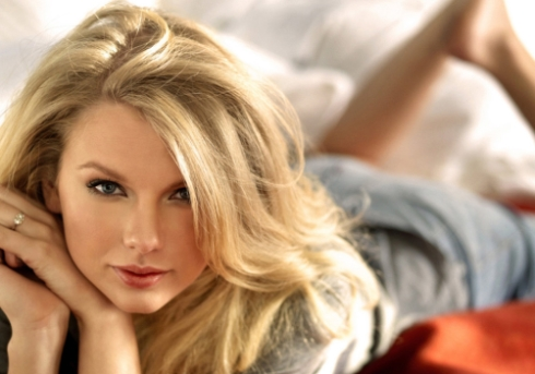 Taylor Swift analiza demandar a sitio web