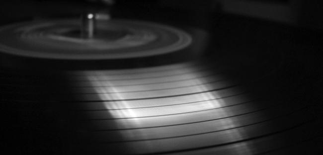 1257_1357660357_music_vinyl_records_014636_