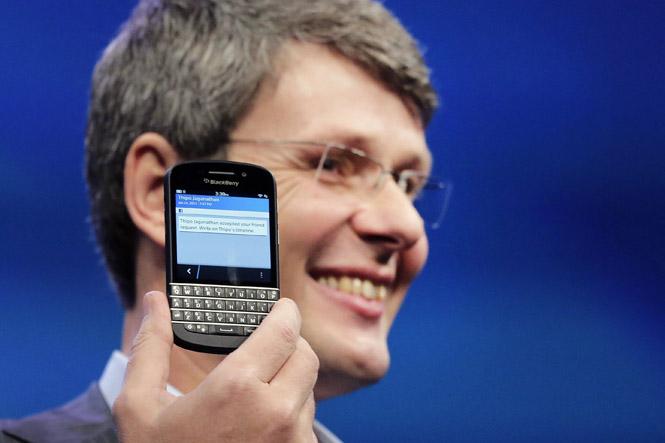 APTOPIX RIM Blackberry Makeover