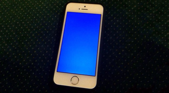 iphone-5s-blue-screen-672x371