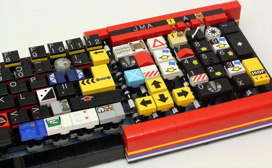 lego-keyboard-closeup-540x334