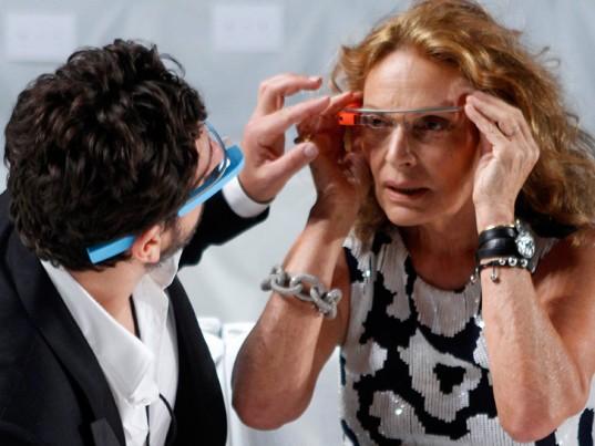 diane-von-furstenberg-google-glasses-3-537x403